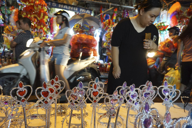 Hanoi's Old Quarter before the Mid-autumn Festival, social news, vietnamnet bridge, english news, Vietnam news, news Vietnam, vietnamnet news, Vietnam net news, Vietnam latest news, vn news, Vietnam breaking news