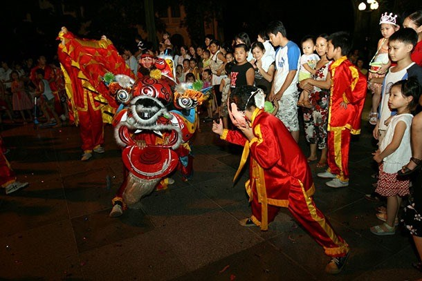 Hanoi lights up as mid-autumn festival arrives, entertainment events, entertainment news, entertainment activities, what's on, Vietnam culture, Vietnam tradition, vn news, Vietnam beauty, news Vietnam, Vietnam news, Vietnam net news, vietnamnet news, viet