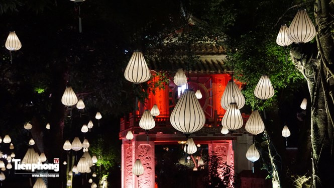 Hanoi Temple of Literature decorated for Mid-Autumn Festival, entertainment events, entertainment news, entertainment activities, what's on, Vietnam culture, Vietnam tradition, vn news, Vietnam beauty, news Vietnam, Vietnam news, Vietnam net news, vietnam