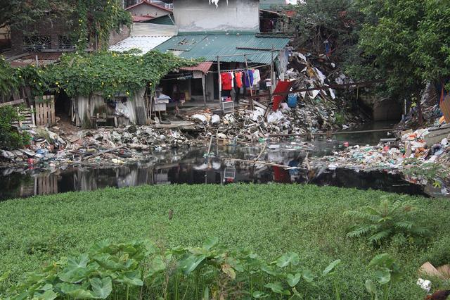 Hanoi's most polluted lake, Vietnam environment, climate change in Vietnam, Vietnam weather, Vietnam climate, pollution in Vietnam, environmental news, sci-tech news, vietnamnet bridge, english news, Vietnam news, news Vietnam, vietnamnet news, Vietnam ne