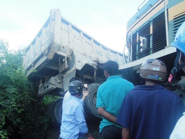 Train-truck collision blocks rail traffic for 4 hours, social news, vietnamnet bridge, english news, Vietnam news, news Vietnam, vietnamnet news, Vietnam net news, Vietnam latest news, vn news, Vietnam breaking news