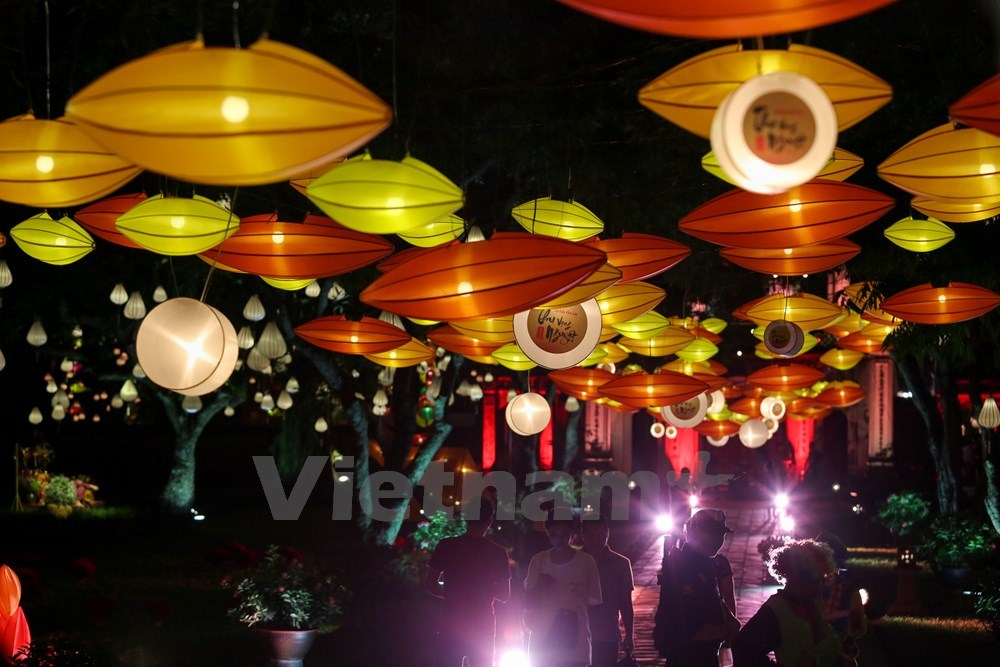 Hanoians enjoy nostalgic Mid-Autumn festival, entertainment events, entertainment news, entertainment activities, what's on, Vietnam culture, Vietnam tradition, vn news, Vietnam beauty, news Vietnam, Vietnam news, Vietnam net news, vietnamnet news, vietna