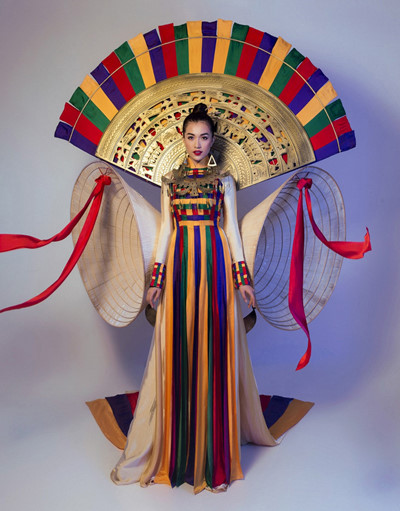 Vietnam's national costume for Miss Universe 2017 unveiled, entertainment events, entertainment news, entertainment activities, what's on, Vietnam culture, Vietnam tradition, vn news, Vietnam beauty, news Vietnam, Vietnam news, Vietnam net news, vietnamne