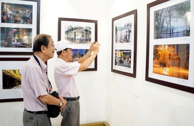 Exhibition features streets of Hanoi, entertainment events, entertainment news, entertainment activities, what's on, Vietnam culture, Vietnam tradition, vn news, Vietnam beauty, news Vietnam, Vietnam news, Vietnam net news, vietnamnet news, vietnamnet bri
