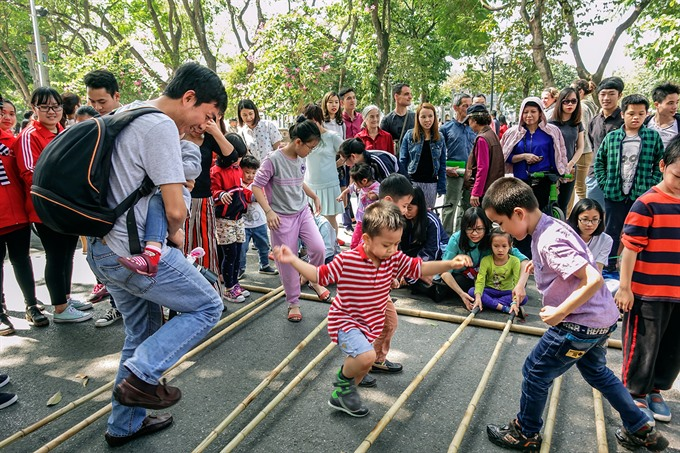 Photo show captures old and new of Hanoi, entertainment events, entertainment news, entertainment activities, what's on, Vietnam culture, Vietnam tradition, vn news, Vietnam beauty, news Vietnam, Vietnam news, Vietnam net news, vietnamnet news, vietnamnet