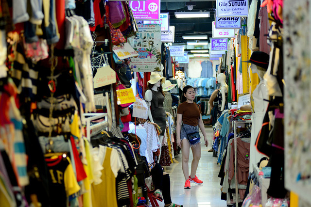 Saigon's underground parking lot transformed into busy market, travel news, Vietnam guide, Vietnam airlines, Vietnam tour, tour Vietnam, Hanoi, ho chi minh city, Saigon, travelling to Vietnam, Vietnam travelling, Vietnam travel, vn news