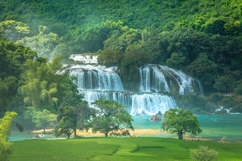 Ban Gioc Waterfall - Natural masterpiece in Southeast Asia, travel news, Vietnam guide, Vietnam airlines, Vietnam tour, tour Vietnam, Hanoi, ho chi minh city, Saigon, travelling to Vietnam, Vietnam travelling, Vietnam travel, vn news