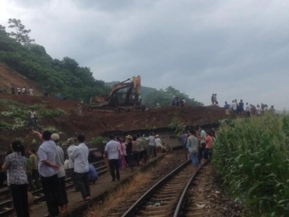 Landslide cuts off Hanoi-Lao Cai Railway