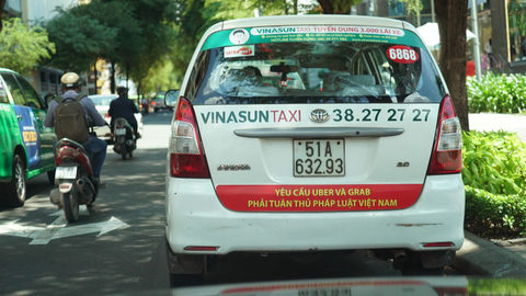 Uber, Grab rankle Vinasun shareholders, vietnam economy, business news, vn news, vietnamnet bridge, english news, Vietnam news, news Vietnam, vietnamnet news, vn news, Vietnam net news, Vietnam latest news, Vietnam breaking news