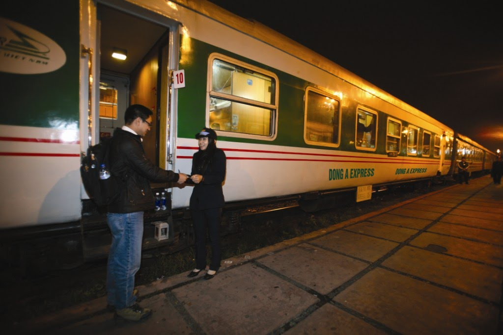 Vietnam Railway's all ticketing systems ready for Tet, Over 1 trillion VND raised for the poor, University programmes encourage startup culture, HCM City, Hungary seek to realise cooperative agreements