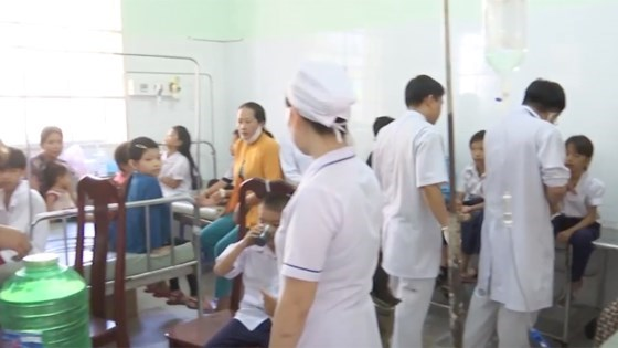 Hundreds of primary students suffer food poison in Hau Giang Province, Eigthty scholars attend int'l seminar on Vietnam's ancient pottery, Health Ministry urges to prevent winter-spring disease