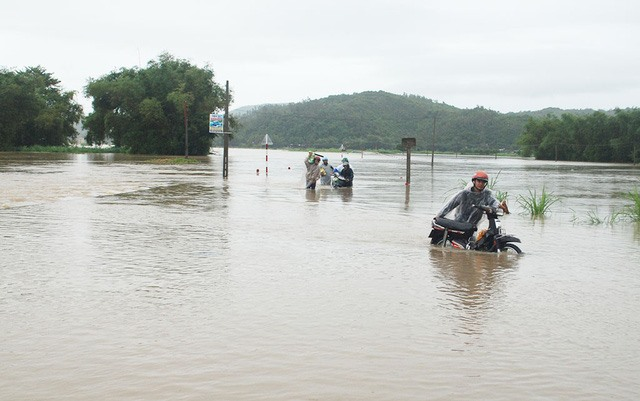 Floods swell central region rivers to dangerous highs, social news, vietnamnet bridge, english news, Vietnam news, news Vietnam, vietnamnet news, Vietnam net news, Vietnam latest news, vn news, Vietnam breaking news