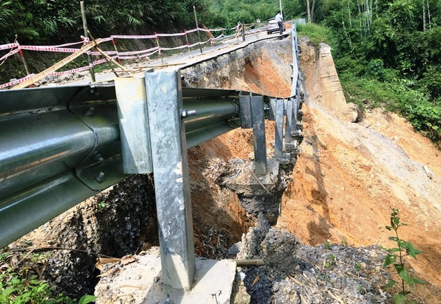 Landslides and subsidence occur on national road, social news, vietnamnet bridge, english news, Vietnam news, news Vietnam, vietnamnet news, Vietnam net news, Vietnam latest news, vn news, Vietnam breaking news