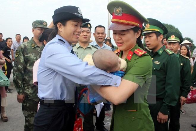 China hands over trafficked baby to Vietnam, social news, vietnamnet bridge, english news, Vietnam news, news Vietnam, vietnamnet news, Vietnam net news, Vietnam latest news, vn news, Vietnam breaking news