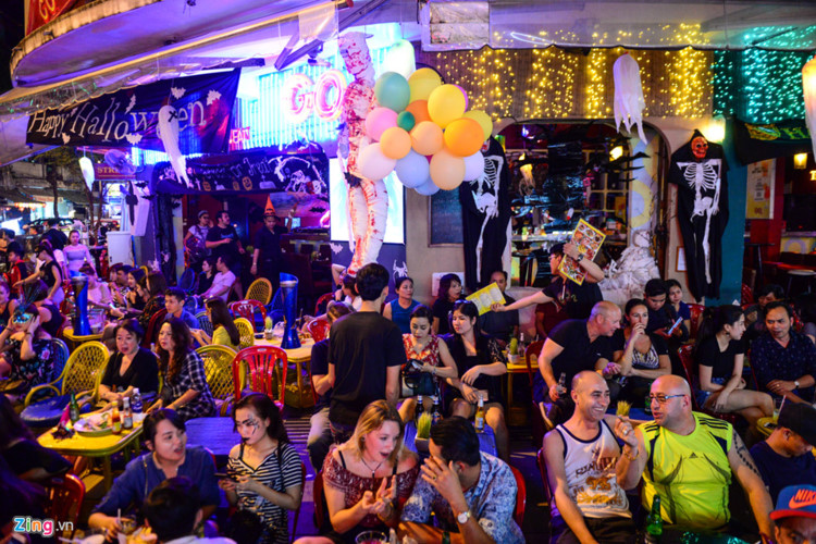 Youths celebrate Halloween in HCM City, social news, vietnamnet bridge, english news, Vietnam news, news Vietnam, vietnamnet news, Vietnam net news, Vietnam latest news, vn news, Vietnam breaking news