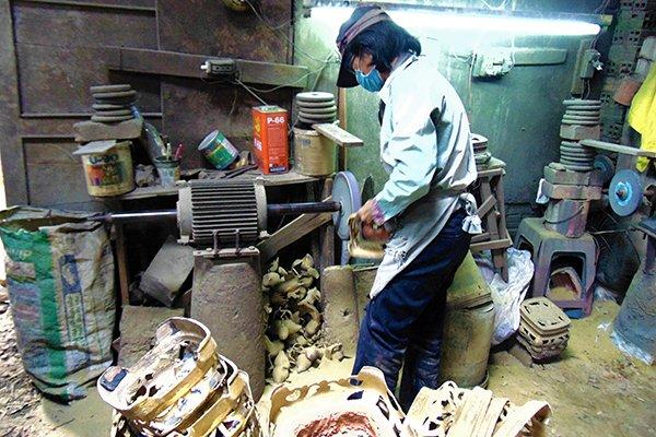 The last bronze incense burner craft village in Saigon, travel news, Vietnam guide, Vietnam airlines, Vietnam tour, tour Vietnam, Hanoi, ho chi minh city, Saigon, travelling to Vietnam, Vietnam travelling, Vietnam travel, vn news