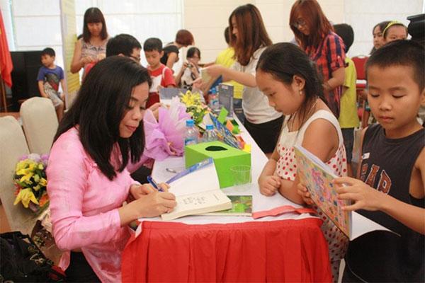 Vietnamese author Nguyen Phan Que Mai, buys English copyright, Vietnam economy, Vietnamnet bridge, English news about Vietnam, Vietnam news, news about Vietnam, English news, Vietnamnet news, latest news on Vietnam, Vietnam