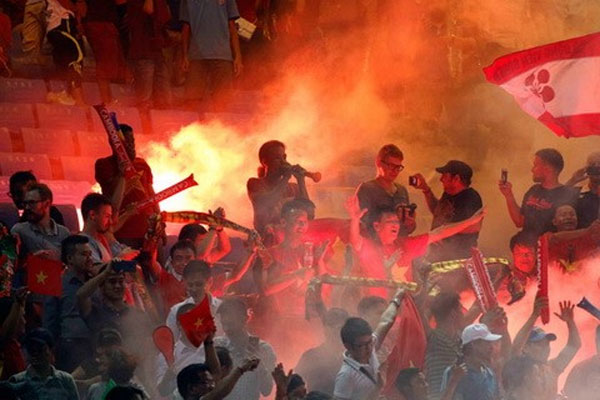 Vietnamese fans, flares incident, VFF fined, Vietnam economy, Vietnamnet bridge, English news about Vietnam, Vietnam news, news about Vietnam, English news, Vietnamnet news, latest news on Vietnam, Vietnam