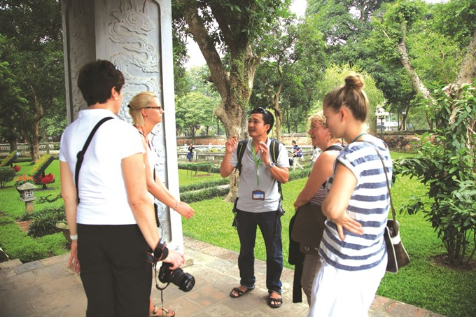 Tour guide association founded to protect, improve guides, travel news, Vietnam guide, Vietnam airlines, Vietnam tour, tour Vietnam, Hanoi, ho chi minh city, Saigon, travelling to Vietnam, Vietnam travelling, Vietnam travel, vn news