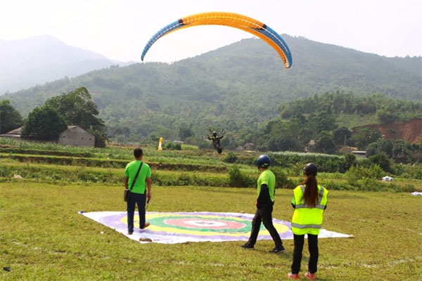 Ha Noi Paragliding Club, paragliders, Vietnam economy, Vietnamnet bridge, English news about Vietnam, Vietnam news, news about Vietnam, English news, Vietnamnet news, latest news on Vietnam, Vietnam
