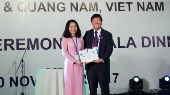 Vietnamese student receives APEC 2017 VOF's leadership award, Vietnam promotes aquaculture, fishery at Algeria's int'l fair, Defence law needs updating: Minister, Project on vocational training quality ends