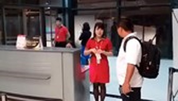Aviation watchdog asks strict discipline for staff who teared passenger's ticket, social news, vietnamnet bridge, english news, Vietnam news, news Vietnam, vietnamnet news, Vietnam net news, Vietnam latest news, vn news, Vietnam breaking news