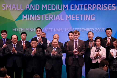 Vietnam's SMEs welcome 'investment waves' from APEC
