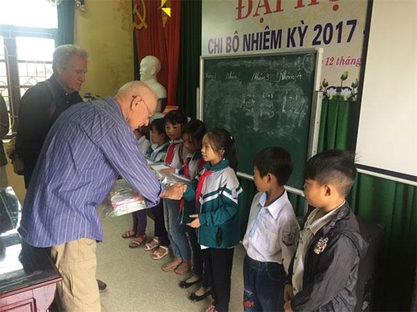 Americans, help, fatherless children, Vietnam economy, Vietnamnet bridge, English news about Vietnam, Vietnam news, news about Vietnam, English news, Vietnamnet news, latest news on Vietnam, Vietnam