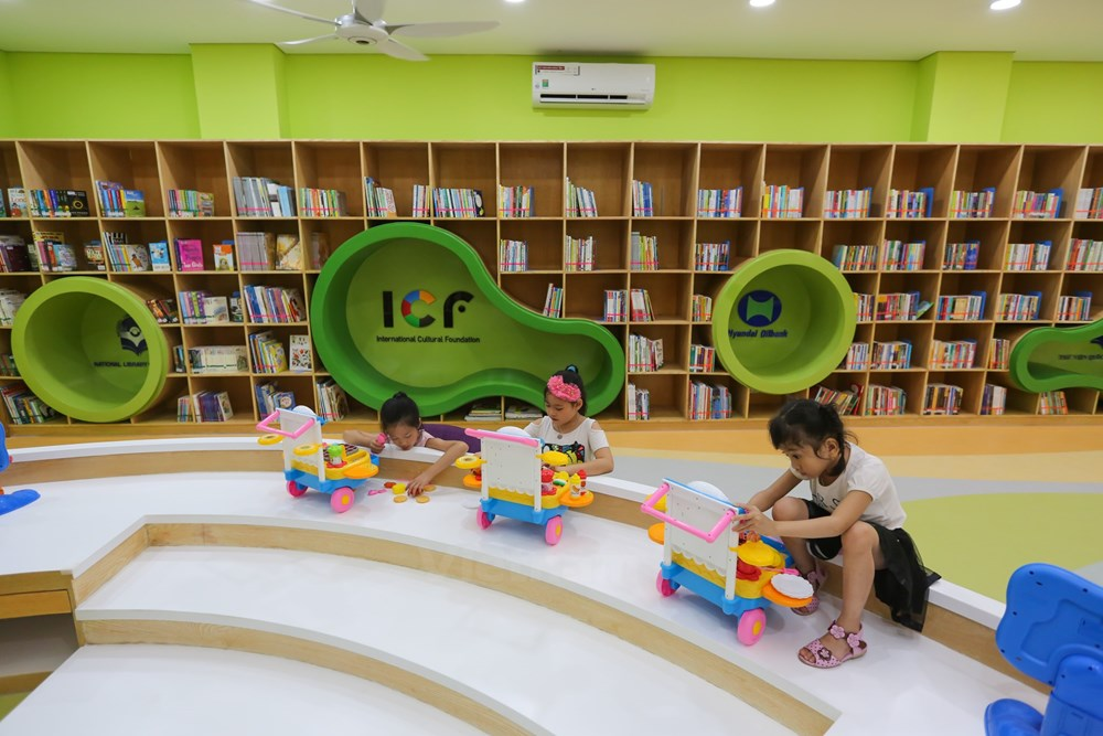 "First ""five-star"" library for children opens in Vietnam"