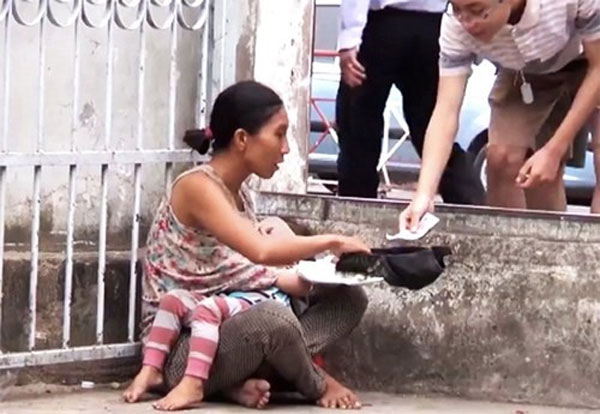 Couple uses child to beg for drugs money, detained