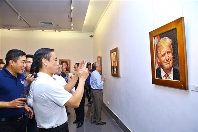 Mosaic ceramic paintings of APEC 2017 leaders displayed in Hanoi, entertainment events, entertainment news, entertainment activities, what's on, Vietnam culture, Vietnam tradition, vn news, Vietnam beauty, news Vietnam, Vietnam news, Vietnam net news, vie