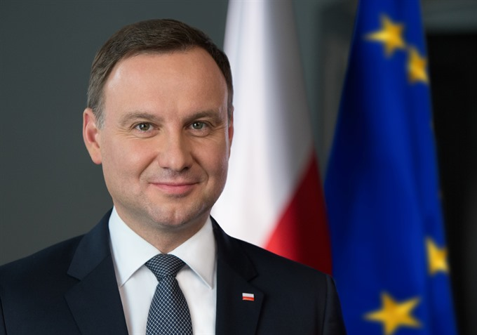 Poland's President to pay State visit to Vietnam, VN wants Canada's group to engage in more infrastructure projects, Initiative launched to end violence against children, Two workers die after scaffolding collapses