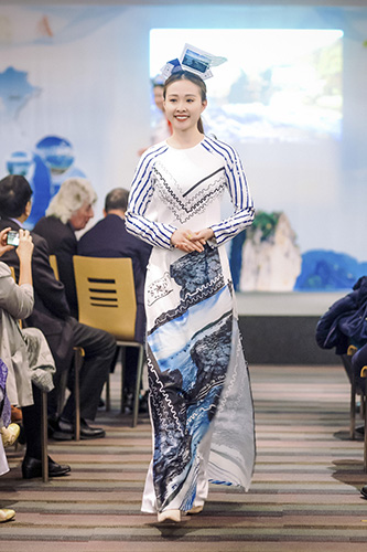Ao dai fashion show on Vietnam's sea and islands held in Paris, entertainment events, entertainment news, entertainment activities, what's on, Vietnam culture, Vietnam tradition, vn news, Vietnam beauty, news Vietnam, Vietnam news, Vietnam net news, vietn