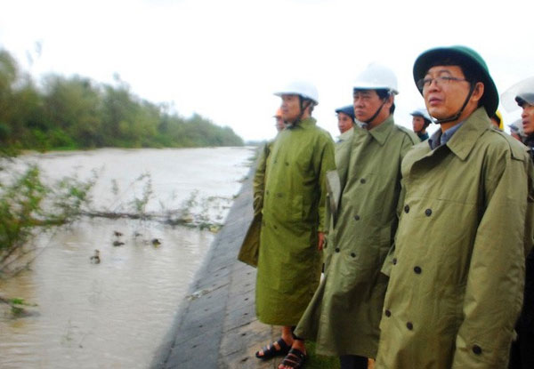 Binh Dinh, floodwaters, broken dyke, prevent landslides, Vietnam economy, Vietnamnet bridge, English news about Vietnam, Vietnam news, news about Vietnam, English news, Vietnamnet news, latest news on Vietnam, Vietnam