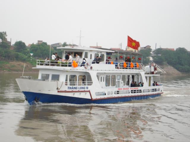 Cruising the scenic waterways of the Red River, travel news, Vietnam guide, Vietnam airlines, Vietnam tour, tour Vietnam, Hanoi, ho chi minh city, Saigon, travelling to Vietnam, Vietnam travelling, Vietnam travel, vn news