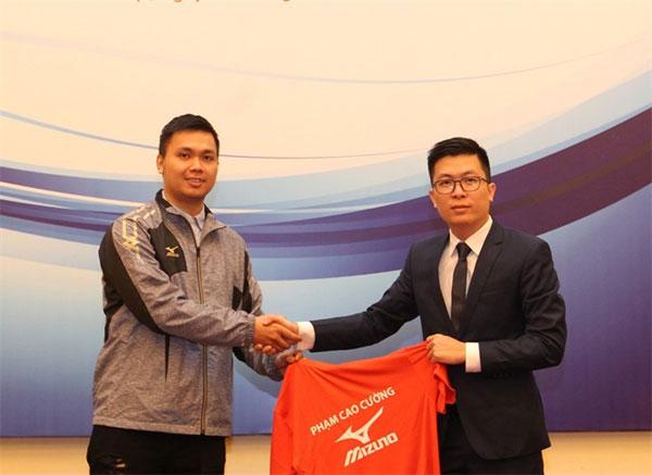Badminton player Pham Cao Cuong, ink contract with Mizuno, Vietnam economy, Vietnamnet bridge, English news about Vietnam, Vietnam news, news about Vietnam, English news, Vietnamnet news, latest news on Vietnam, Vietnam