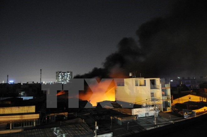 Fire destroys mattress warehouse in HCM City, SCG grants scholarships to 114 students in 2017, Drug smugglers arrested, Bus hits car, injuring 22, 4 crew members prosecuted in Hai Thanh ship sinking