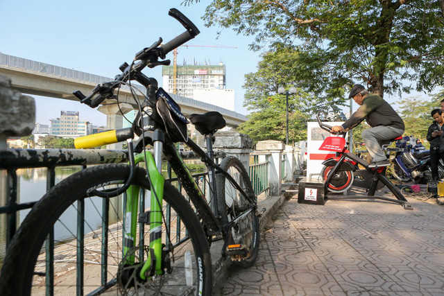 Dual-purpose bicycles help purify Hanoi lake, Vietnam environment, climate change in Vietnam, Vietnam weather, Vietnam climate, pollution in Vietnam, environmental news, sci-tech news, vietnamnet bridge, english news, Vietnam news, news Vietnam,