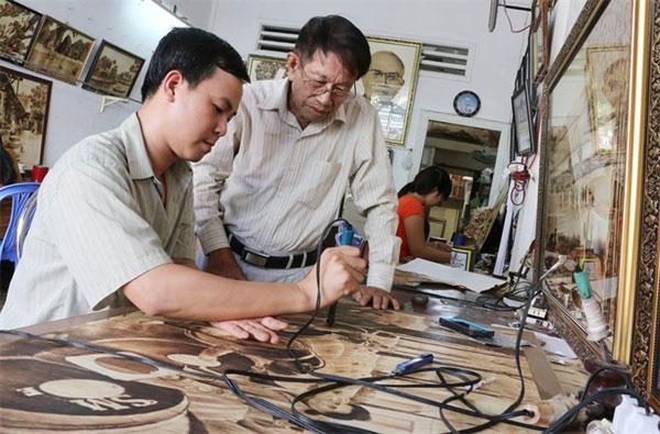 Unique paintings, sugar palm leaves, oil paintings on canvas, Vietnam economy, Vietnamnet bridge, English news about Vietnam, Vietnam news, news about Vietnam, English news, Vietnamnet news, latest news on Vietnam, Vietnam