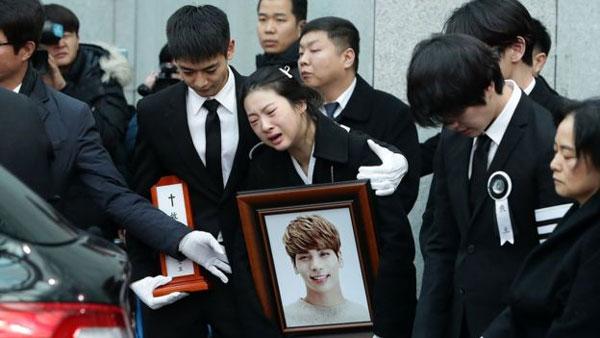 K-pop's biggest stars, funeral of singer Jonghyun