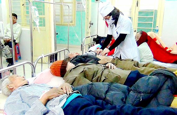 Many elderly people, kids hospitalized due to cold weather, social news, vietnamnet bridge, english news, Vietnam news, news Vietnam, vietnamnet news, Vietnam net news, Vietnam latest news, vn news, Vietnam breaking news