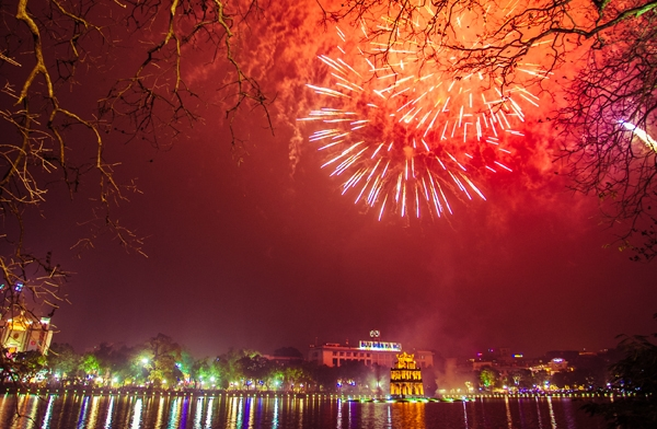 Fireworks to light up Hanoi sky on Lunar New Year's Eve, entertainment events, entertainment news, entertainment activities, what's on, Vietnam culture, Vietnam tradition, vn news, Vietnam beauty, news Vietnam, Vietnam news, Vietnam net news, vietnamnet