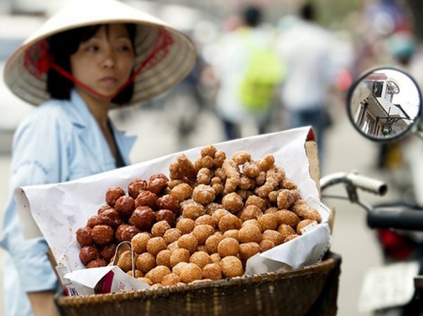 Childhood nostalgic with Hanoi's street food, travel news, Vietnam guide, Vietnam airlines, Vietnam tour, tour Vietnam, Hanoi, ho chi minh city, Saigon, travelling to Vietnam, Vietnam travelling, Vietnam travel, vn news