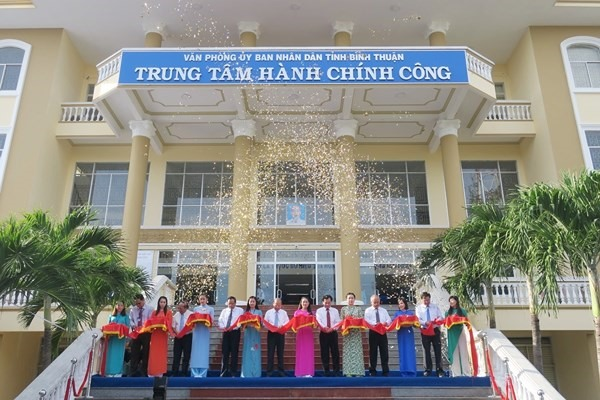 Bình Thuan opens administrative centre, Journalists honoured for anti-corruption efforts, Dong Nai: 500 free tickets to send poor migrant workers home for Tet, Man arrested for smuggling over 5,000 packs of cigarettes