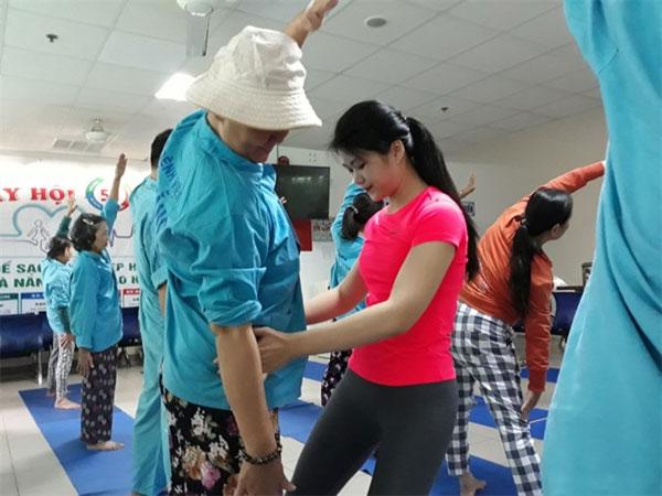 Yoga trainer, cancer patients, Vietnam economy, Vietnamnet bridge, English news about Vietnam, Vietnam news, news about Vietnam, English news, Vietnamnet news, latest news on Vietnam, Vietnam