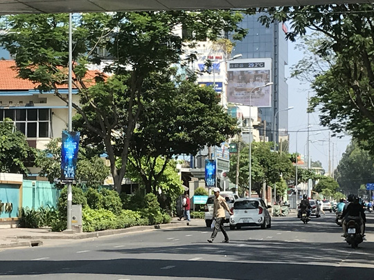 Pedestrians unaware of new traffic violation penalties, social news, vietnamnet bridge, english news, Vietnam news, news Vietnam, vietnamnet news, Vietnam net news, Vietnam latest news, vn news, Vietnam breaking news