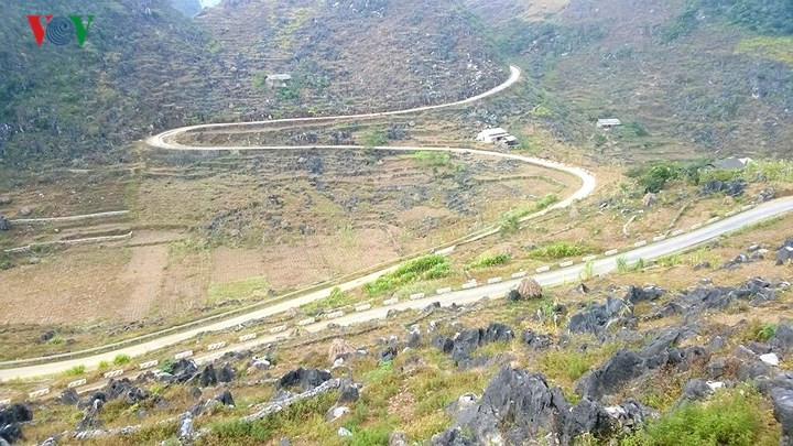 Imposing Ma Pi Leng Pass in northernmost mountain region, travel news, Vietnam guide, Vietnam airlines, Vietnam tour, tour Vietnam, Hanoi, ho chi minh city, Saigon, travelling to Vietnam, Vietnam travelling, Vietnam travel, vn news