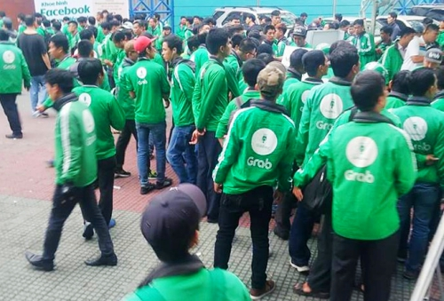 GrabBike drivers go on strike for second time, social news, vietnamnet bridge, english news, Vietnam news, news Vietnam, vietnamnet news, Vietnam net news, Vietnam latest news, vn news, Vietnam breaking news