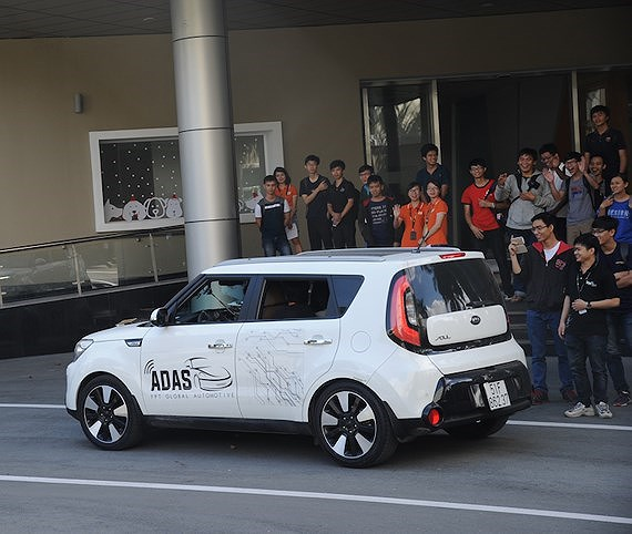 Participants try self-driving cars in Open Camp, IT news, sci-tech news, vietnamnet bridge, english news, Vietnam news, news Vietnam, vietnamnet news, Vietnam net news, Vietnam latest news, Vietnam breaking news, vn news