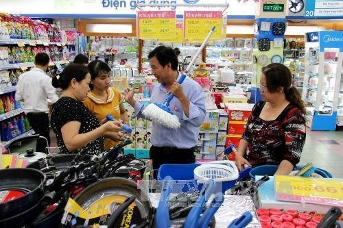 HCM City retail grows by more than 11 percent in 2017, PetroVietnam told to thoroughly deal with ailing projects, Vinasugar II to auction 93% stake next month, Lower tax helps reduce E5 bio-fuel price